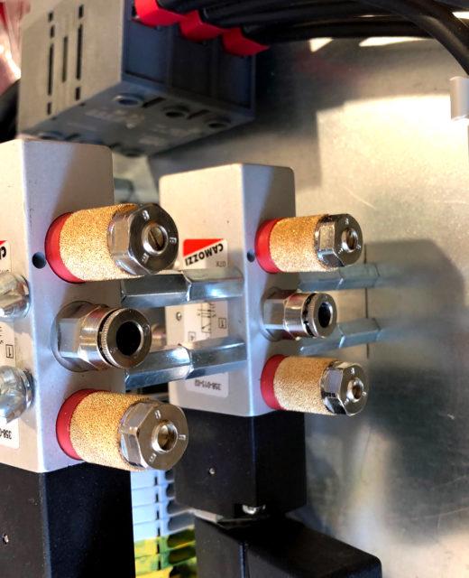 Kleinsteuerung mit Pneumatikbauteilen